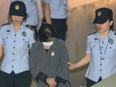 韩法院审理梨花女大升学毕业弊案 崔顺实被判3年徒刑