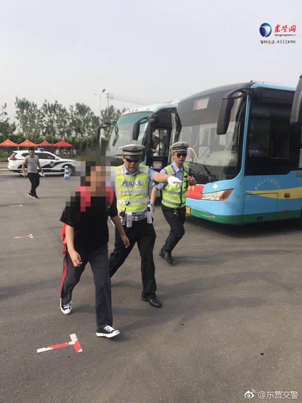 快讯|高考第一天5名考生出状况 东营交警紧急送考