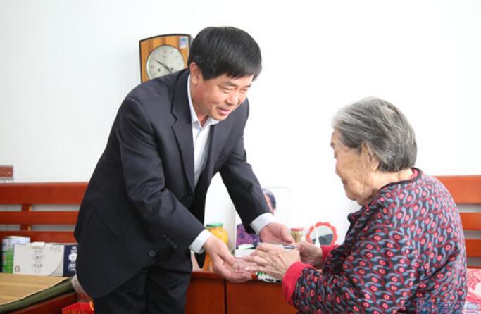 """""""十佳模范老人""""候选人王振江"""