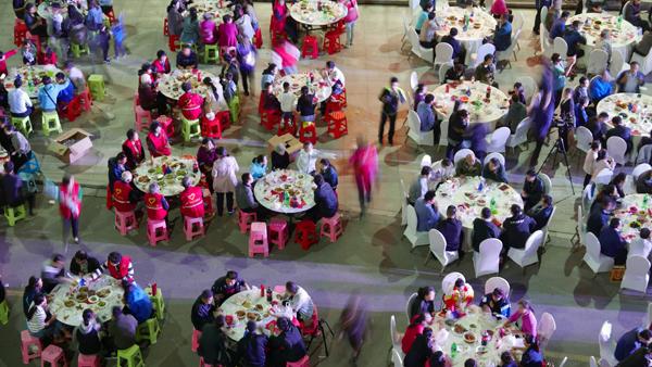 社区百家宴 喜迎国庆节