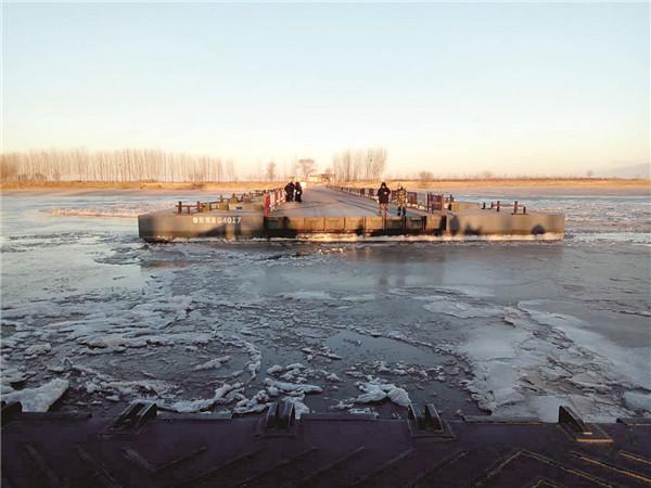 冰凌来袭东营境内浮桥全部拆除