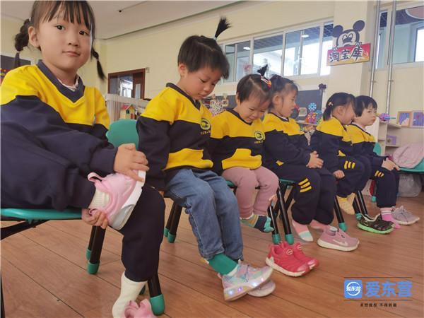 东营区第二实验幼儿园开展小班自理能力大赛活动